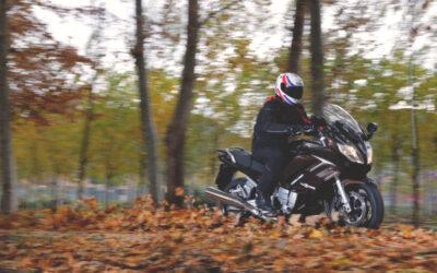 Consejos para conducir tu moto en otoño